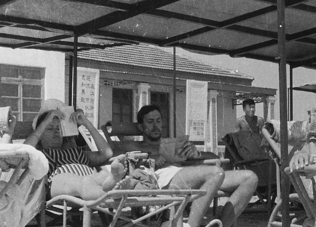 Beidaihe, foreigners relaxing in the sun